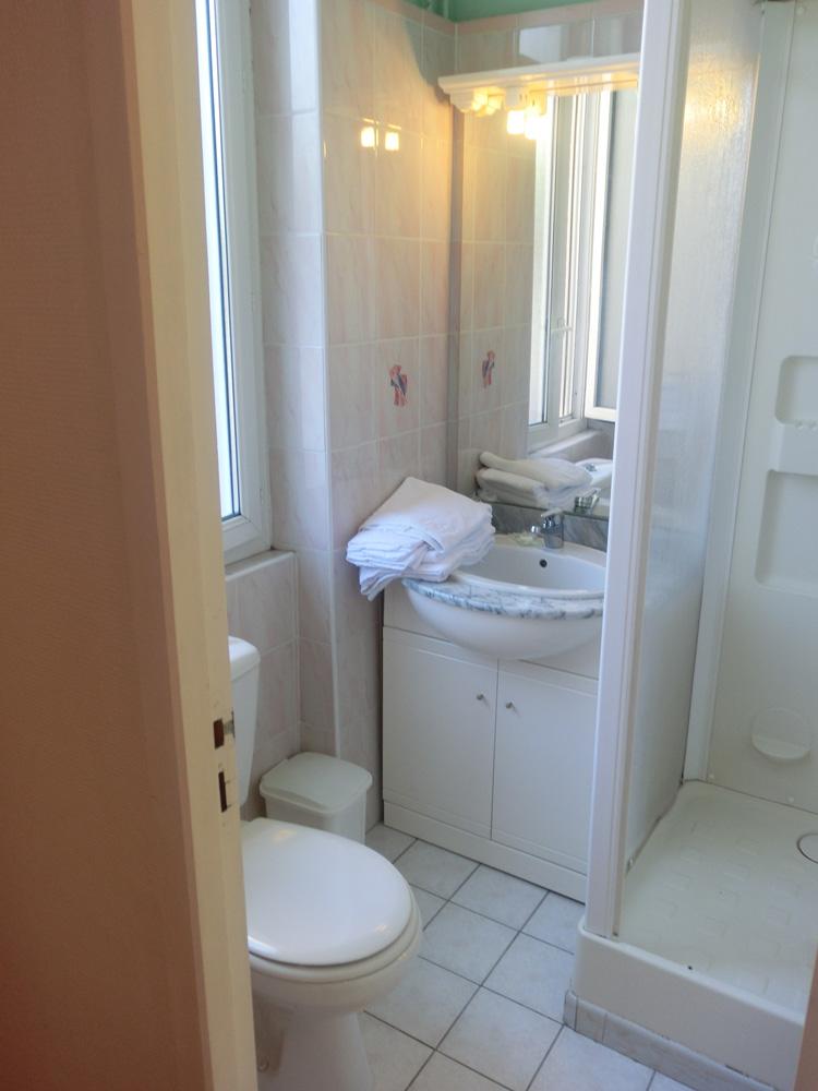 chambre quadruple h tel terminus albi. Black Bedroom Furniture Sets. Home Design Ideas