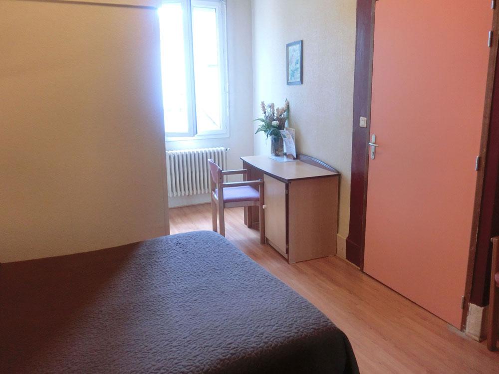 Chambre 8 fen tre h tel terminus albi for Chambre hotel sans fenetre